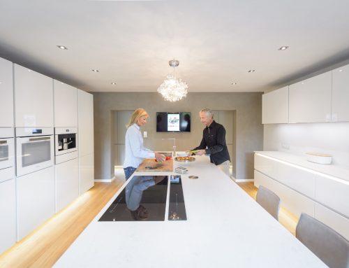 Küchenrenovierung mit neuem Holzboden – Hobbyköche begeben sich aufs Parkett
