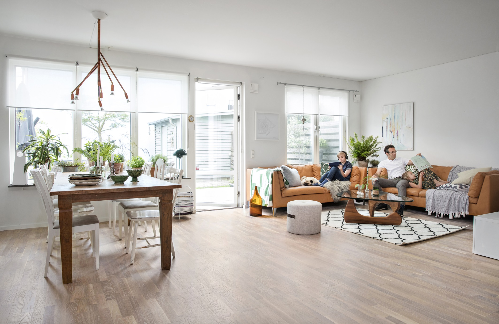 parkett als b hne f r m bel aller stilrichtungen stets. Black Bedroom Furniture Sets. Home Design Ideas