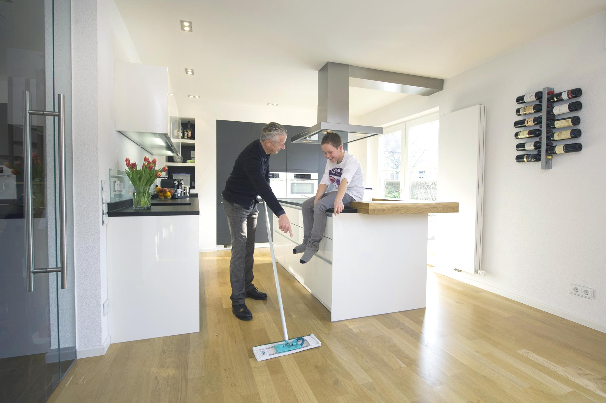 Parkett in der Küche immer beliebter – Robuster Wohlfühlboden